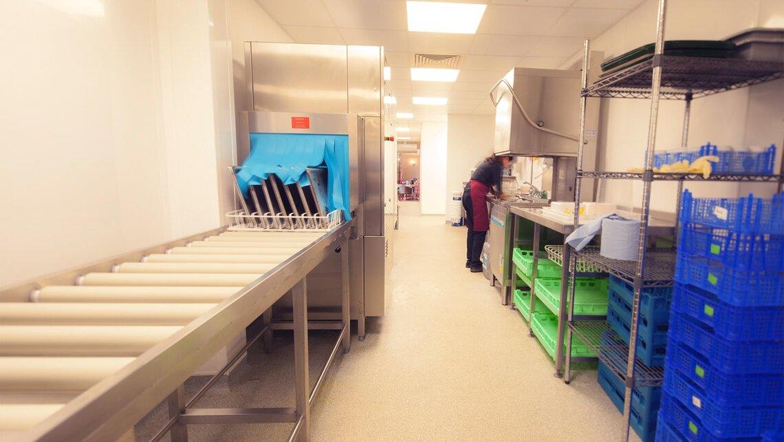 Lave vaisselle upster pour le restaurant tr s fr quent de for Fournisseur vaisselle restaurant